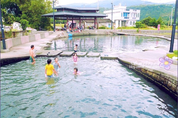 ▲螃蟹冒泡是一處免費玩水景點。(圖/紫色微笑)