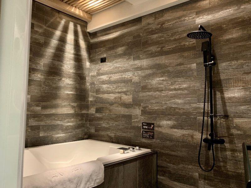 高雄五甲歐閣精品汽車旅館簡愛館,有著非常大的浴缸規劃,讓選擇五甲住宿或五甲休息的旅客能夠享受沐浴的輕鬆,是高雄五甲住宿與高雄五甲休息的最佳選擇。
