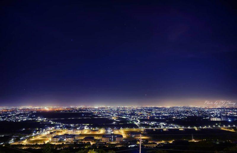 高雄夜景景點大崗山超鋒寺