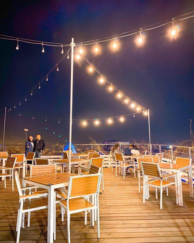 新竹夜景咖啡廳懶人包-山丘上景觀咖啡館戶外平台