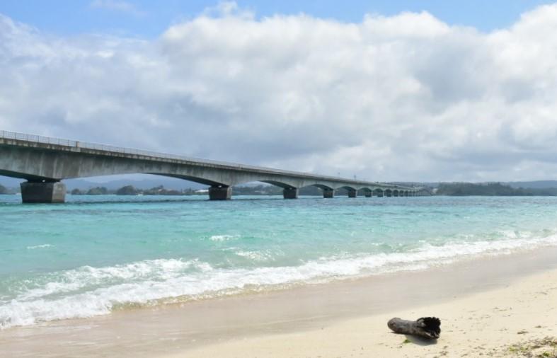 ▲沖繩觀光巴士路線景點-古宇利海灘。(圖/Tripbaa趣吧!亞洲自由行專家)