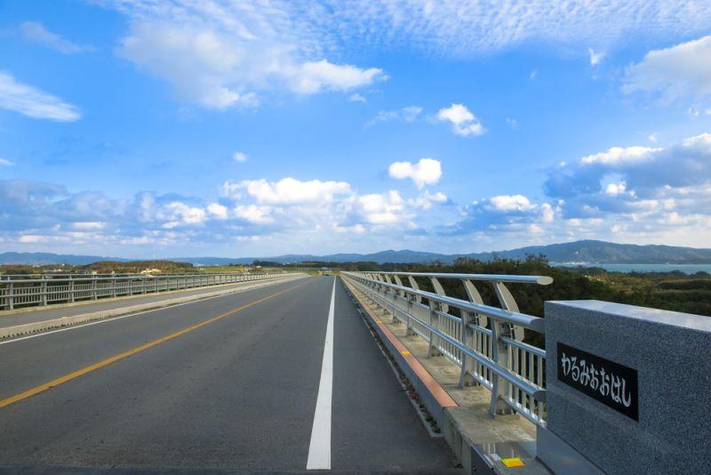 ▲沖繩觀光巴士路線-WARUMI大橋。(圖/© Okinawa Convention&Visitors Bureau)