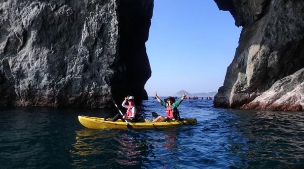 ▲宜蘭東澳烏岩角獨木舟探險。(圖/KLOOK提供)
