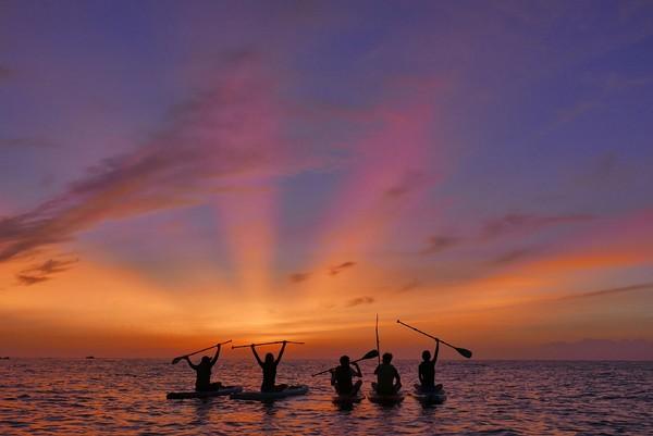 ▲台東划獨木舟出海看日出。(圖/KLOOK提供)