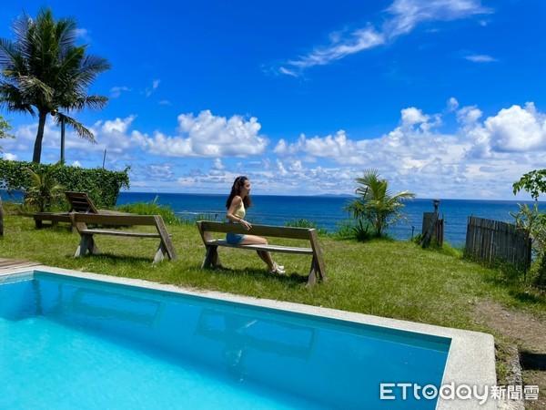 海景游泳池是網美搶拍的景點(拍攝後有立即戴上口罩)。