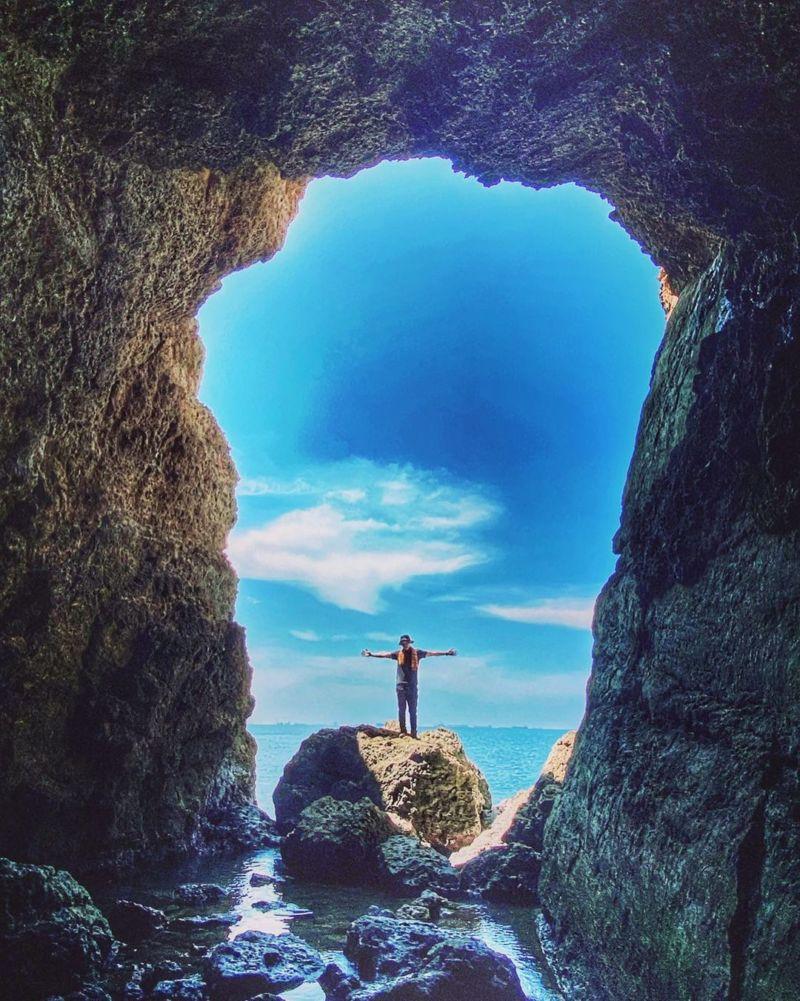 高雄柴山秘境海蝕洞