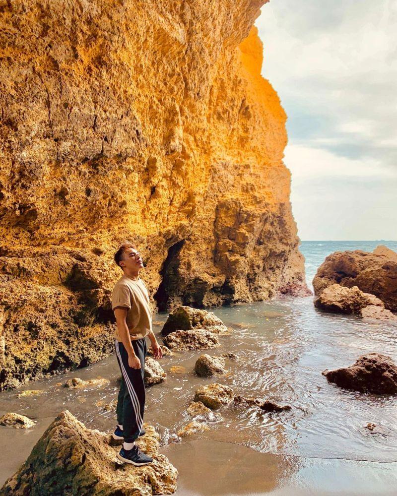 高雄柴山秘境黃金礁岩牆面