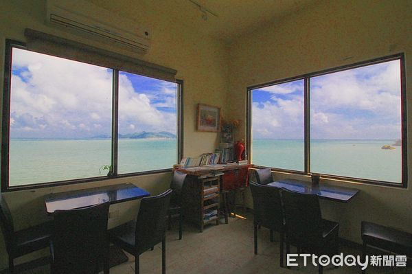 刺鳥咖啡書店每扇窗都看到無邊際海景