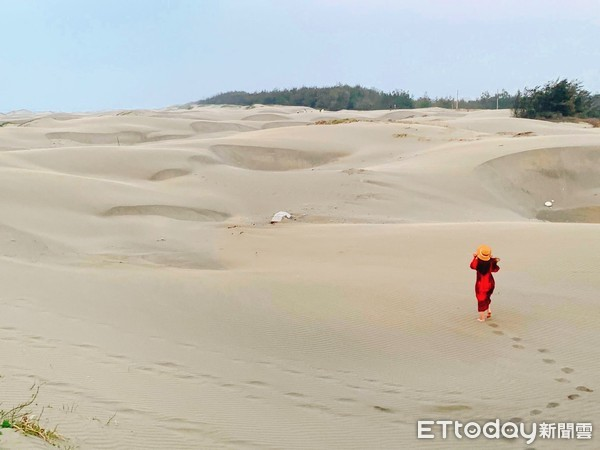 ▲頂頭額沙洲又有台版撒哈拉沙漠之稱。(圖/記者蔡玟君攝)