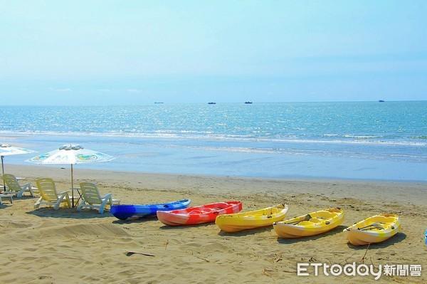 ▲▼馬沙溝濱海遊憩區現在提供一系列水上體驗,也可以躺在陽傘下看海放空。(圖/記者蔡玟君攝)