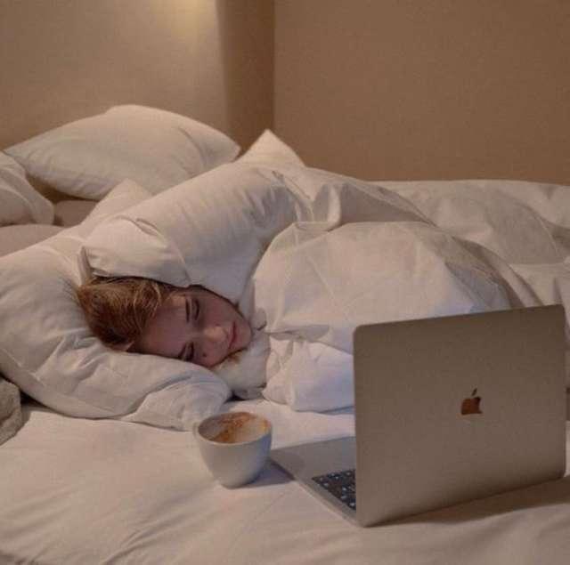 睡前半小時放下電子產品