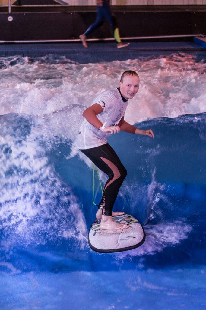 Surfen auf der künstlichen Welle
