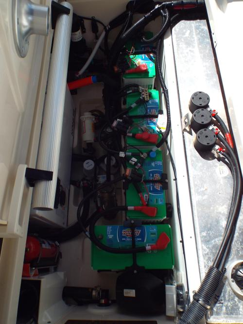 small resolution of 31 boston whaler 4 batteries four