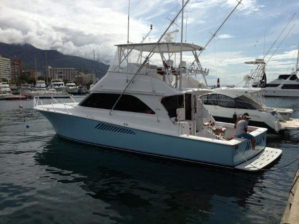 48 Viking 2002 For Sale In In Route To Florida Us