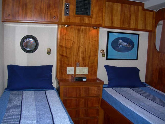 Knight Amp Carver 73 Sea Mist 3919103 For Charter