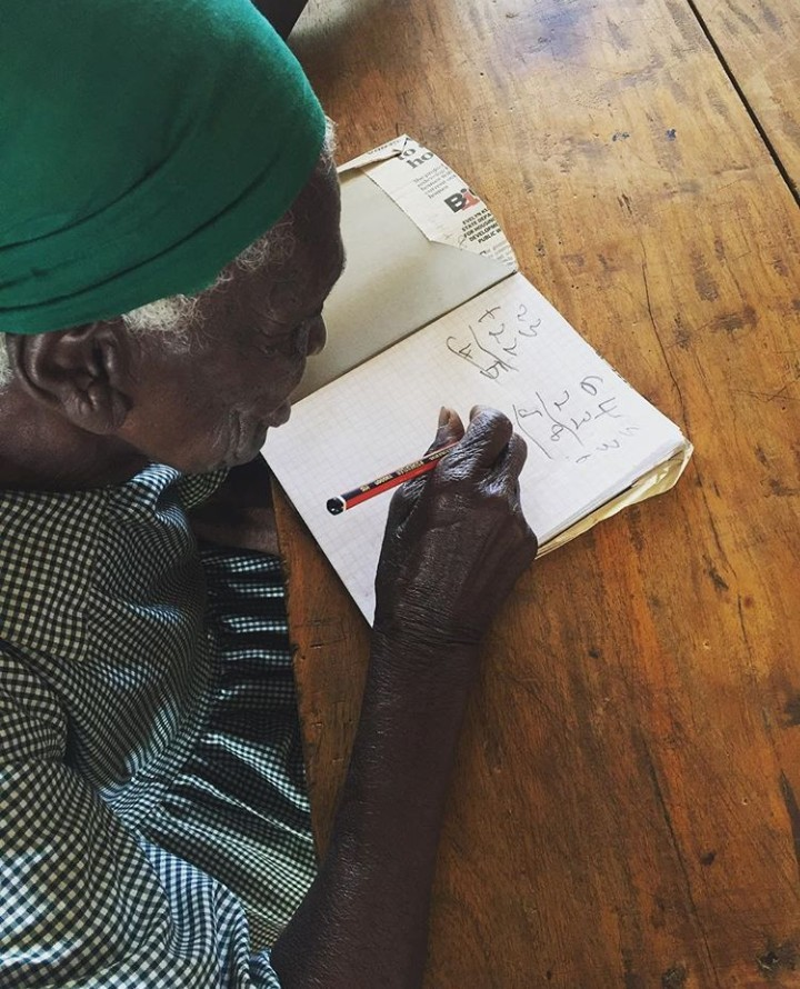 95-year-old woman goes to school to learn, read and write