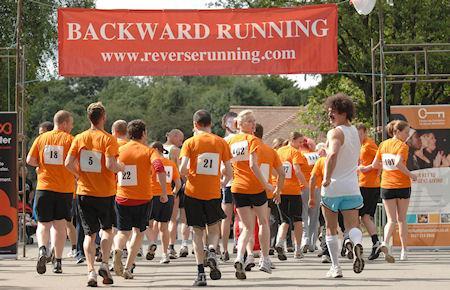 running-in-reverse-L-DyrOye