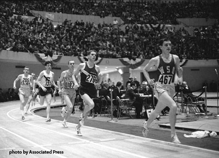 Gerry Lindgren, in the WSU uniform, leading an indoor race
