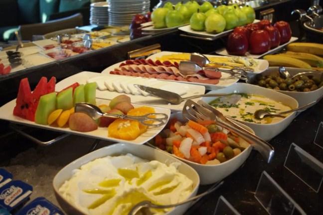 Buffet brekafast - 6 Survival secrets of a Vegetarian Traveler
