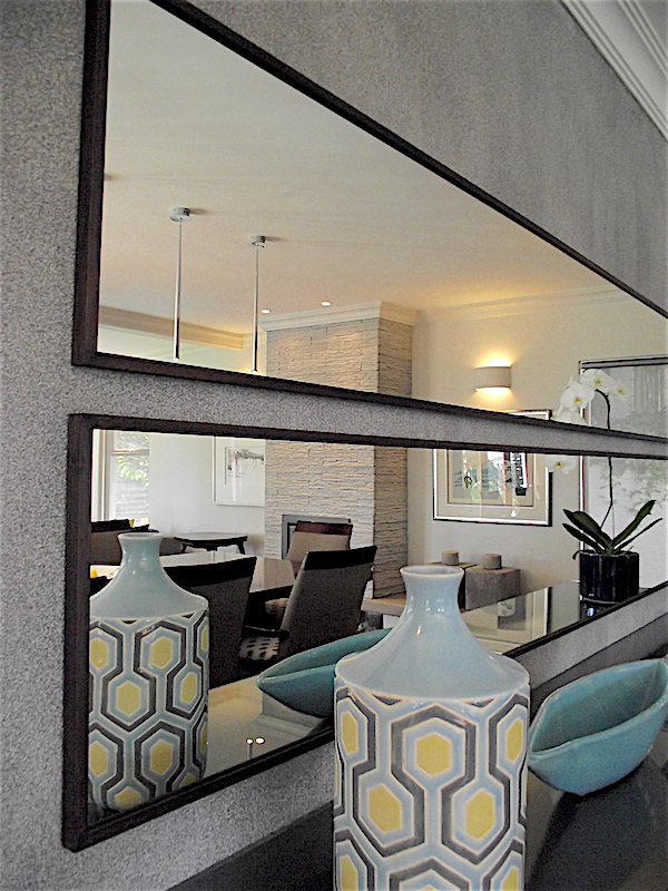 Mirror detail in dining room