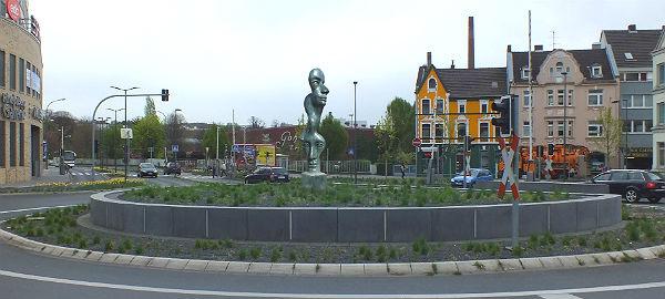 Driescher Kreisel mit Skulptur. Fotomontage