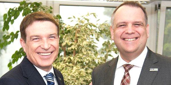 Kreisdirektor Erik Werdel und sein Nachfolger als RBW-Chef Suermann
