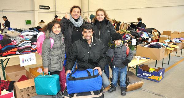 Eine Flüchtlingsfamilie bedankt sich für die Hilfe