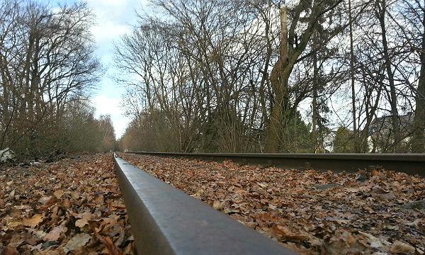 Bahndamm Schiene 600