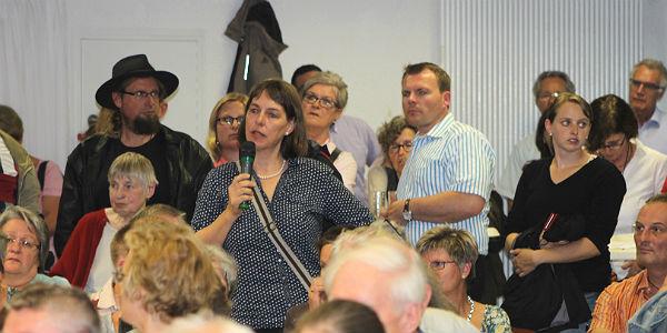 Viele engagierte Fragen und Beiträge kommen aus dem Publikum