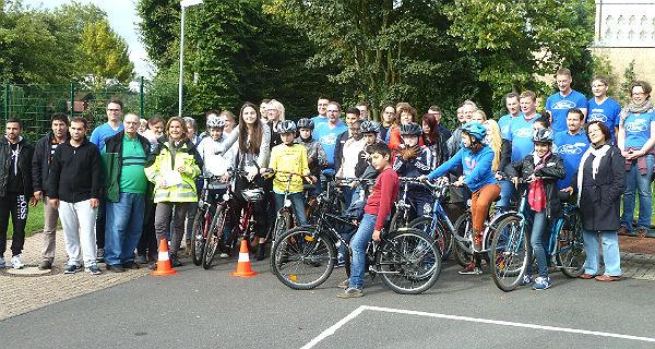 Flüchtlinge Schildgen Fahrräder Gruppe 600