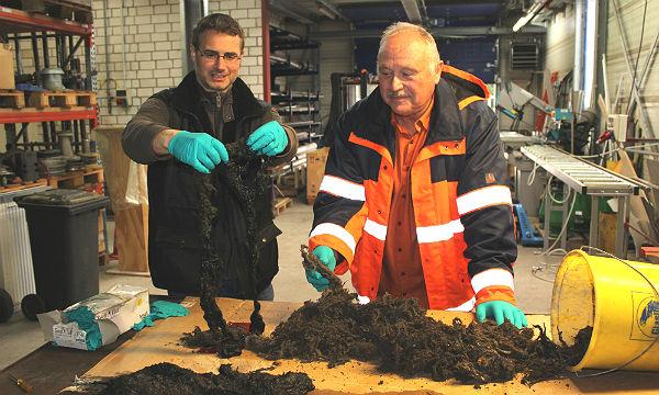 Kai Thormeyer (Leiter Betrieb von Entwässerungsanlagen) und Klärwerkmeister Wolfgang Nix, Abwasserwerk Bergisch Gladbach