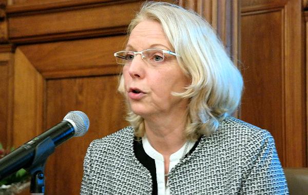 Magdalene Holthausen von der Frauenberatungsstelle von Frauen helfen Frauen e.V. Bergisch Gladbach.