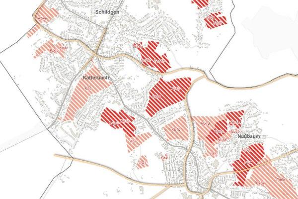 Im Nordwesten der Stadt weist der FNP-Vorentwurf relativ viele potentielle Wohnflächen aus. Die schraffierten Bereiche wurden geprüft, die dunkelroten als geeignet befunden.