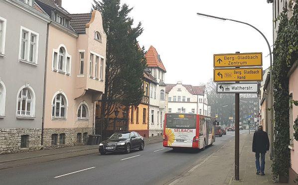 Die Bergisch Gladbacher Straße in Köln ist vom Autoverkehr massiv belastet