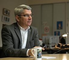 Lutz Urbach im Interview mit dem Bürgerportal Bergisch Gladbach. Foto: Joshua Murat/motivfilm