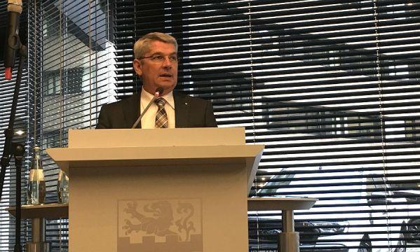 Bürgermeister Lutz Urbach im Ratssaal Bensberg. Foto: CDU/Twitter