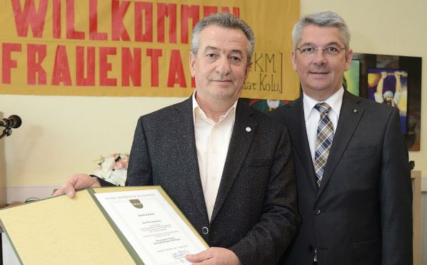 Nuri Kaygusuz mit Bürgermeister Urbach