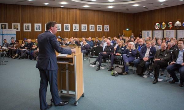Landrat Stephan Santelmann begrüßte 160 Teilnehmerinnen und Teilnehmer zur Regionalkonferenz Mobilität im Kreishaus.