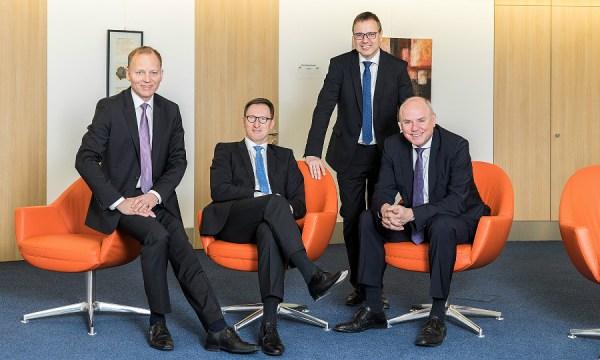Der Vorstandsvorsitzende der VR Bank Bergisch Gladbach-Bensberg Lothar Uedelkoven (2.v.l.) mit den Vorständen Thomas Büscher, Alexander Litz und Hans-Jörg Schaefer