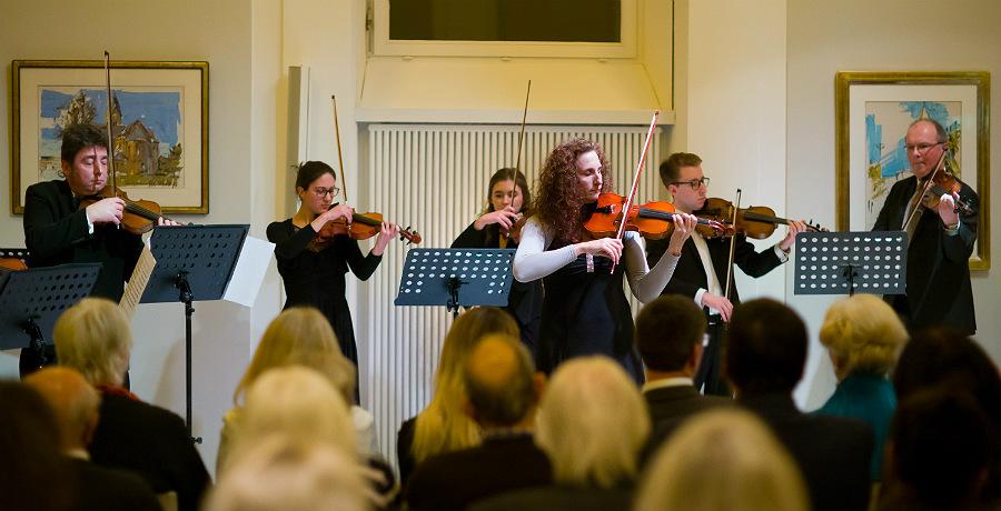 Das Streicherensemble des Sinfonieorchesters Bergisch Gladbach. Foto: Philipp J. Bösel