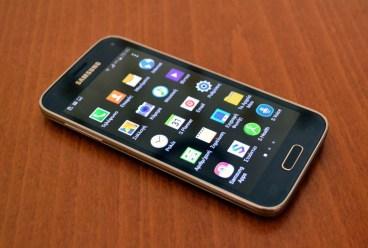 """Galaxy S5 mini Review: Ο ικανός μικρός """"αδερφός"""""""