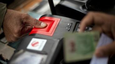 Πακιστάν: Υποχρεωτική εγγραφή δακτυλικών αποτυπωμάτων