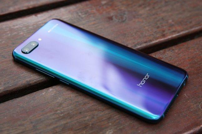 Η Huawei πούλησε 1 εκατομμύριο Honor 10 στην Κίνα σε ένα μήνα