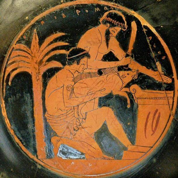 Sacrifice of a young boar in ancient Greece (tondo from an Attic red-figure cup, 510–500 BC, by the Epidromos Painter, collections of the Louvre). (public domain)
