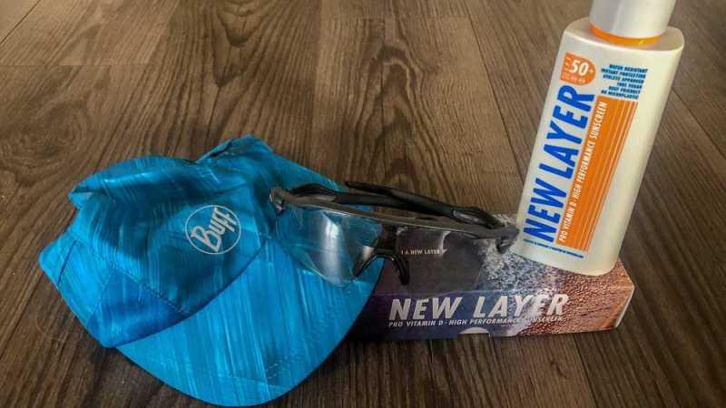 UV-Schutz beim Laufen: Sonnenmilch, Sonnenbrille und Mütze