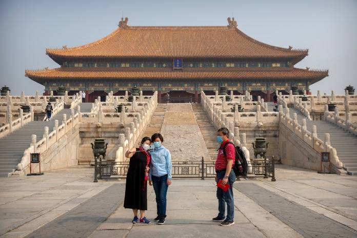 Visitors wearing face masks, Forbidden City reopening 1st May. Photo: Dailysabah