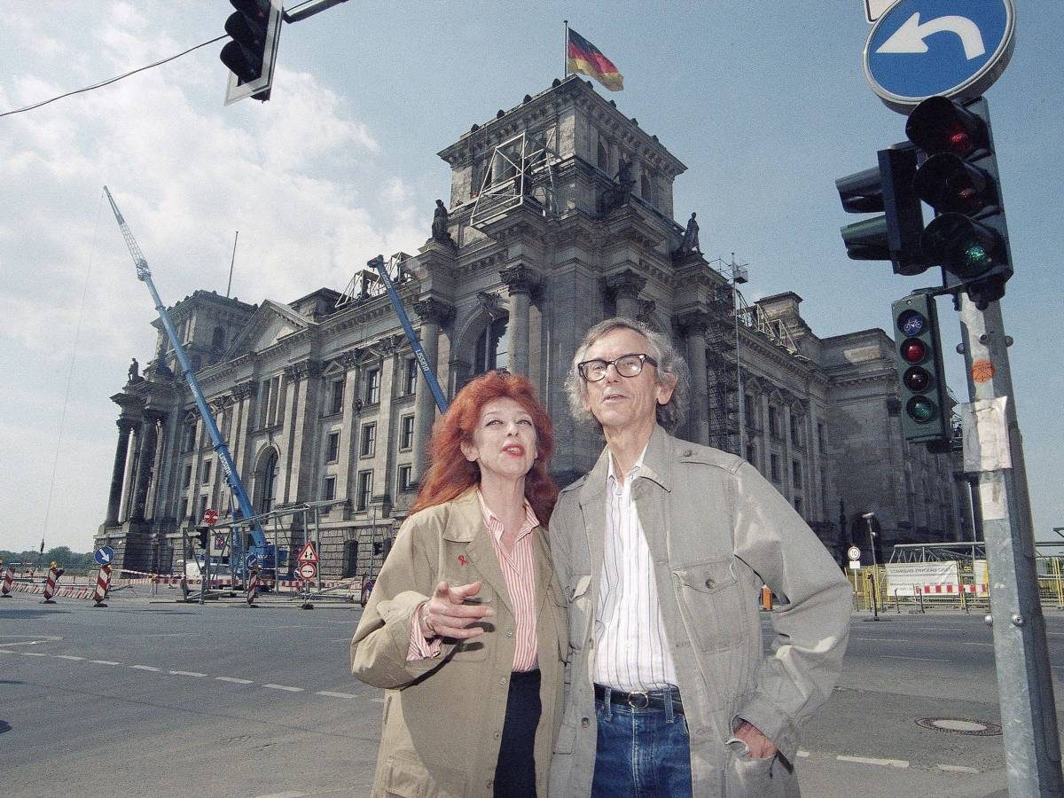 Bulgarian-born artist Christo and his wife Jeanne-Claude stand in front of the Reichstag building in Berlin, Germany - Photo by Markus Waechter/AP