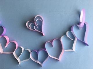折り紙で作ったハート飾り