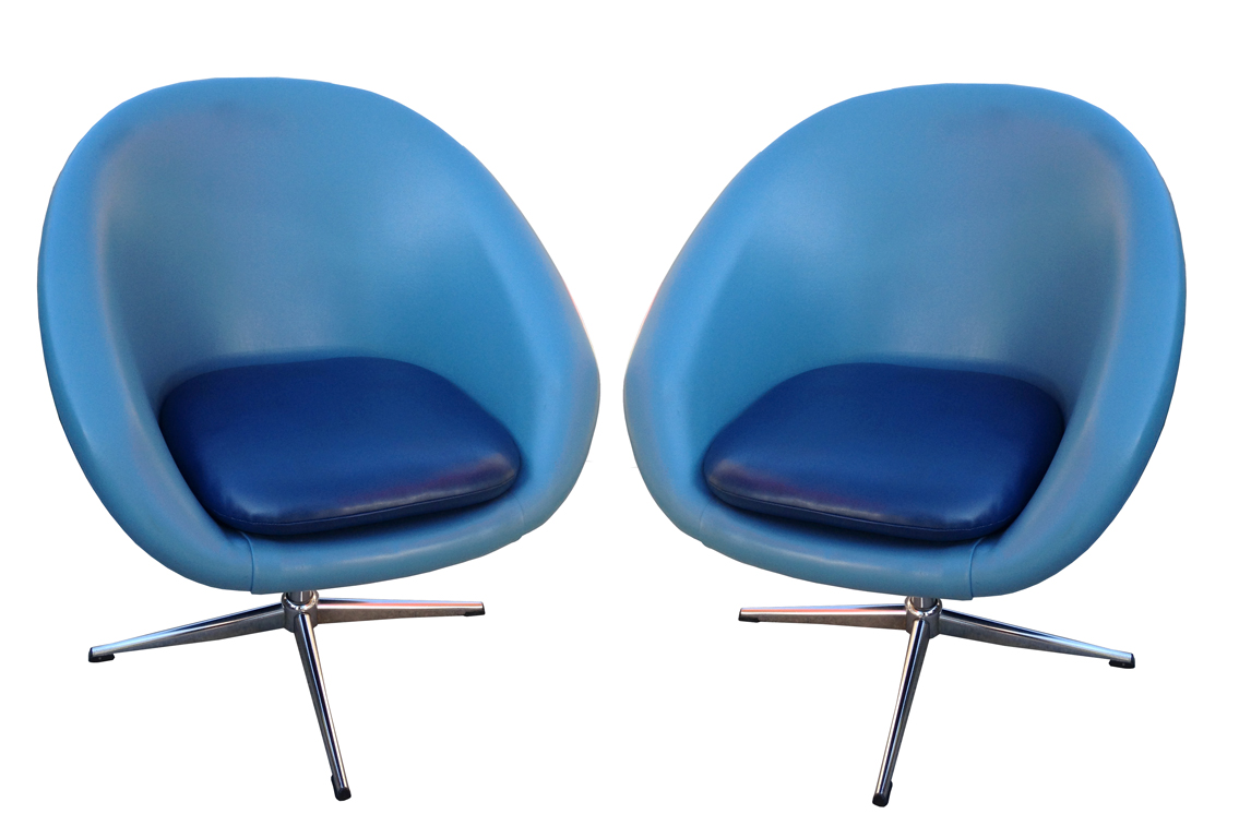 swivel pod chair beach lounge chairs walmart pair of overman inabstracto sky blue overmans