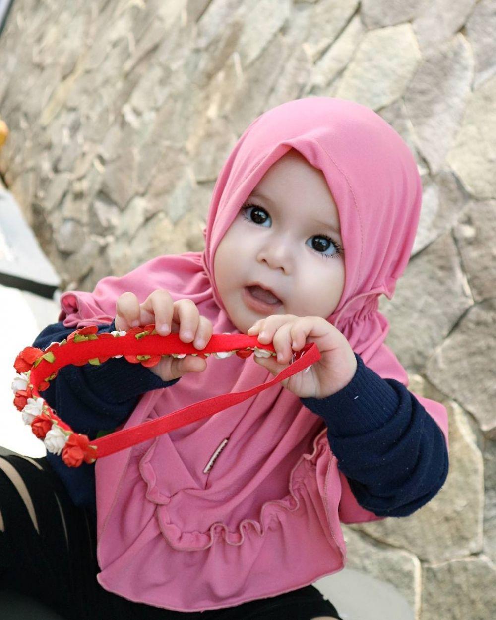 Naura Alaydrus Bayi 1 Tahun yang Hits Karena Hijabnya